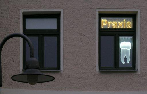 led praxisschild zahn leuchtwerbung. Black Bedroom Furniture Sets. Home Design Ideas